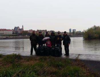 Kwiecień - miesiąc czystości wód - sprzątanie brzegu Wisły - 26.04.2017
